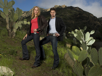 Mary McCormack and Fred Weller in 'In Plain Sight.'