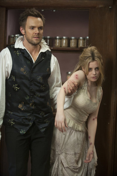 "COMMUNITY -- ""Horror Fiction in Seven Spooky Steps!"" Episode 305 -- Pictured: (l-r) Joel McHale as Jeff, Gillian Jacobs as Britta -- Photo by: Lewis Jacobs/NBC"